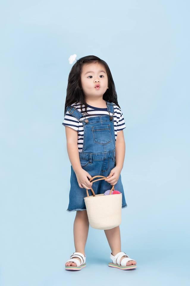 Vân Trang khoe ảnh gia đình hạnh phúc nhưng biểu cảm của con gái lại có gì đó sai sai - Ảnh 9.