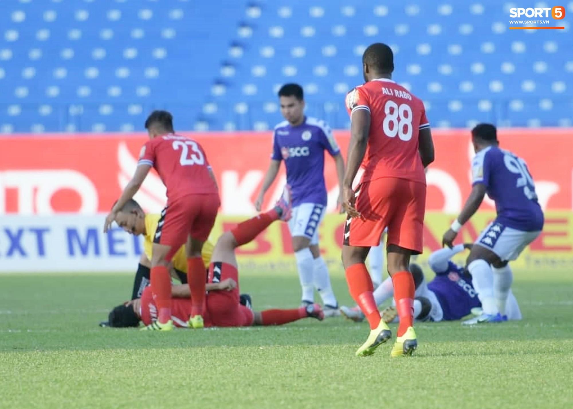 Tuyển thủ U22 Việt Nam va chạm cực mạnh, bất tỉnh chỉ sau 2 phút thi đấu - Ảnh 2.