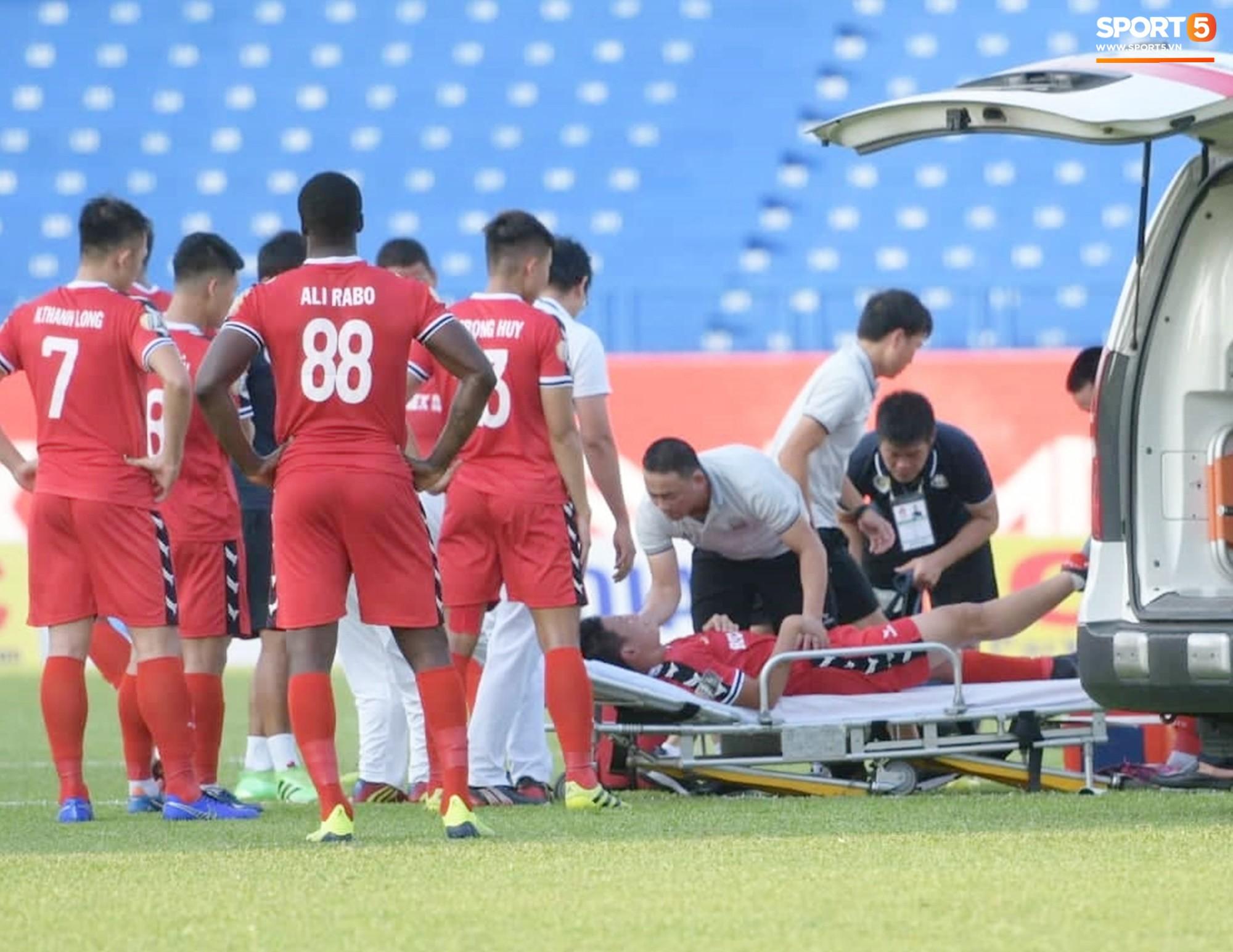 Tuyển thủ U22 Việt Nam va chạm cực mạnh, bất tỉnh chỉ sau 2 phút thi đấu - Ảnh 4.