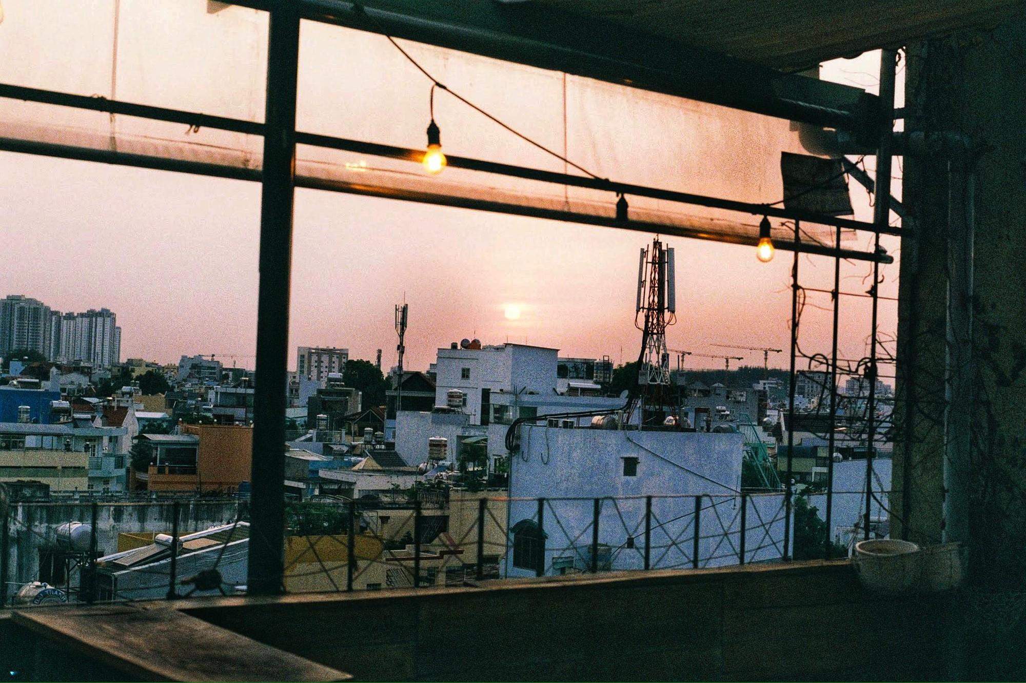 Sài Gòn có 3 quán cà phê rooftop cực kì lãng mạn như từ phim bước ra
