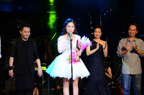 Nhìn lại chặng đường đã qua của Hương Tràm trước khi tạm dừng ca hát: Vinh quang song hành cùng scandal khi còn quá trẻ - Ảnh 21.