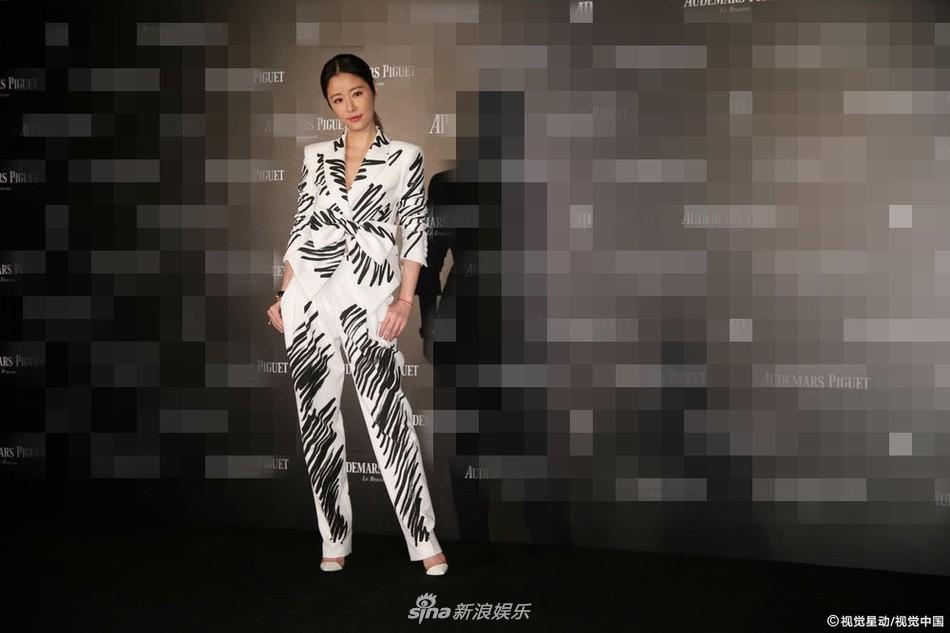Chỉ với một bộ suit, Tóc Tiên át từ Lâm Tâm Như cho đến Hoa hậu Hàn Quốc đẹp nhất thế giới - Ảnh 4.