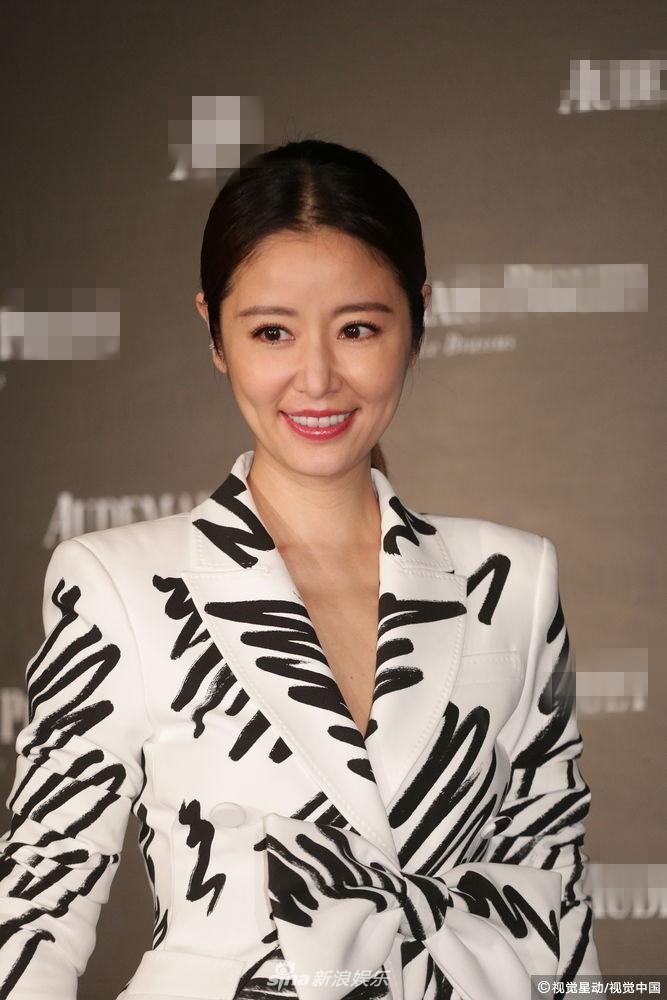 Chỉ với một bộ suit, Tóc Tiên át từ Lâm Tâm Như cho đến Hoa hậu Hàn Quốc đẹp nhất thế giới - Ảnh 5.