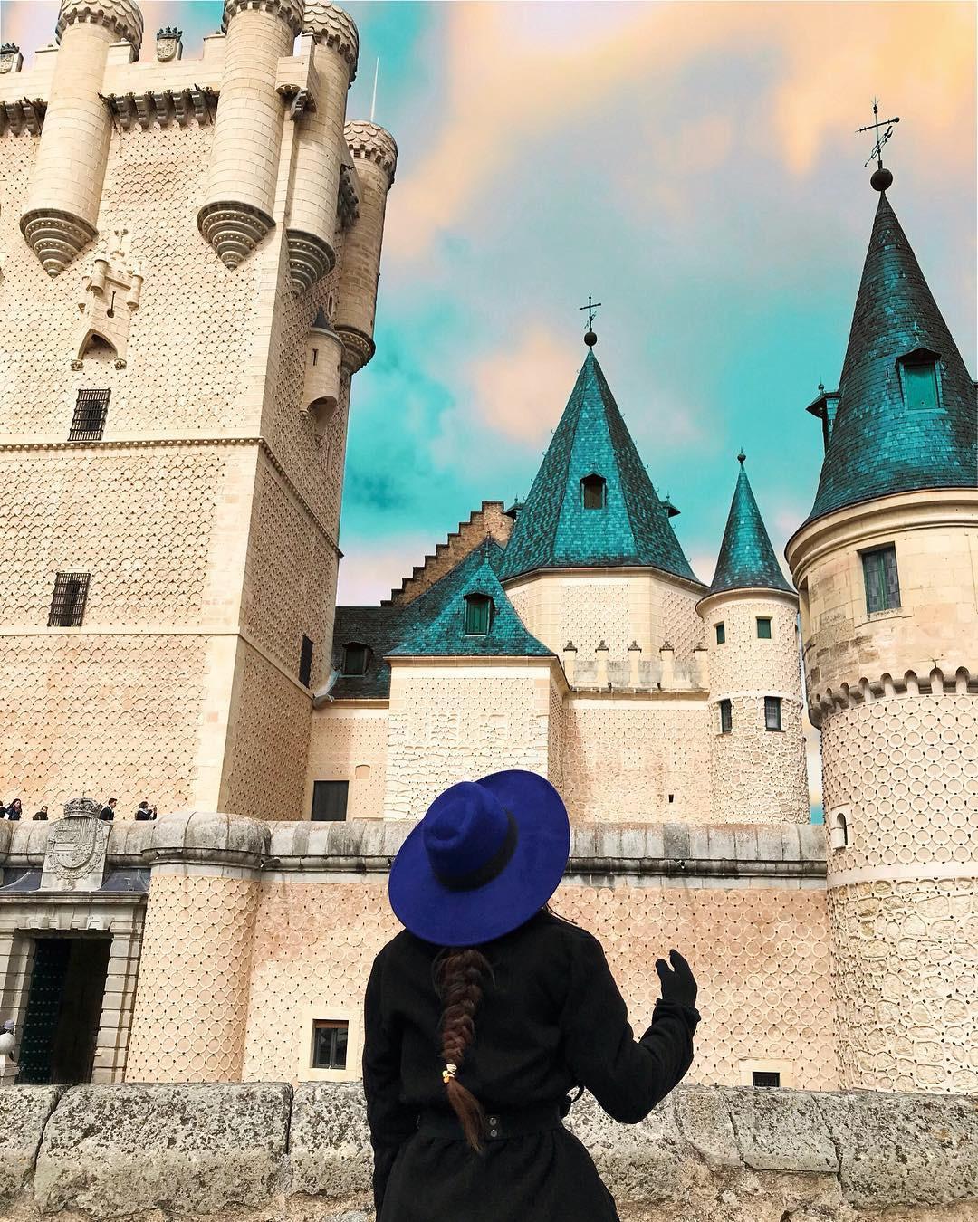 Ngỡ chỉ có trên phim hoạt hình Disney, hóa ra 10 kiến trúc nổi tiếng này là có thật 100% ngoài đời - Ảnh 1.