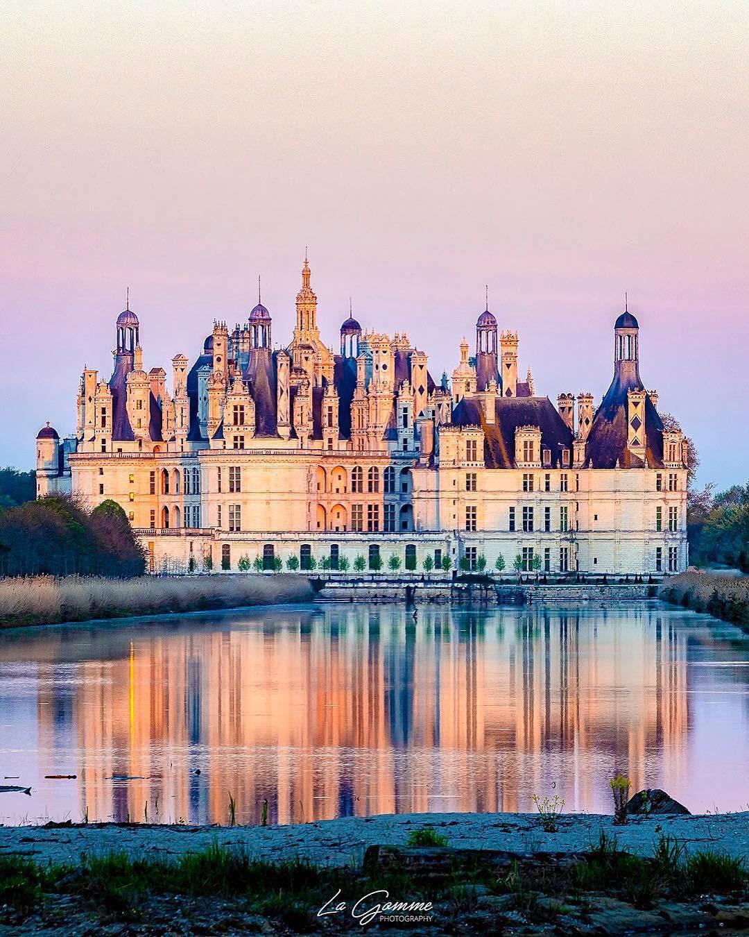 Ngỡ chỉ có trên phim hoạt hình Disney, hóa ra 10 kiến trúc nổi tiếng này là có thật 100% ngoài đời - Ảnh 21.