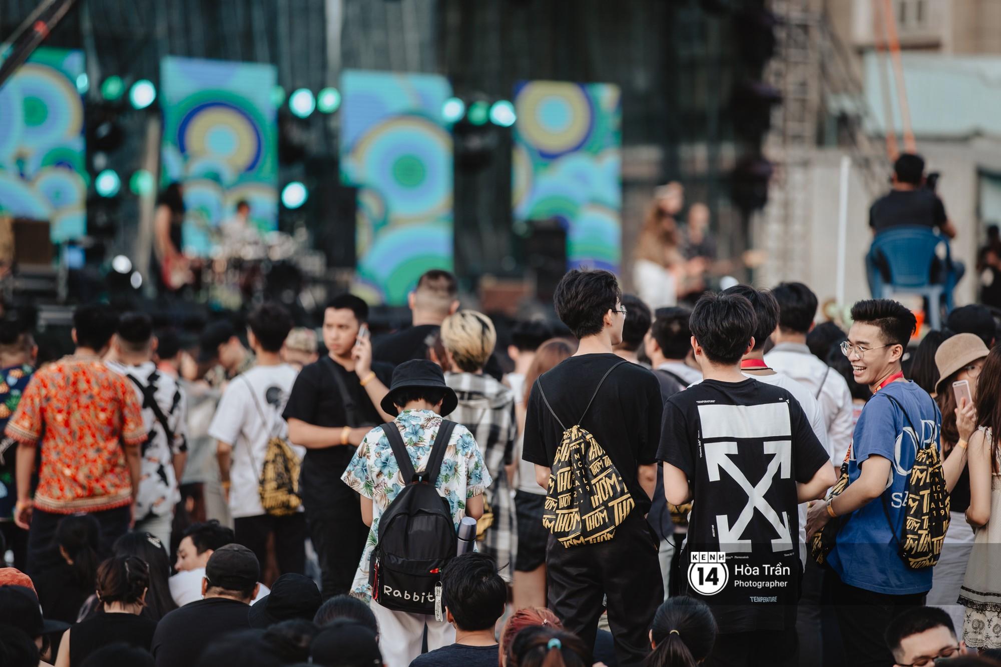 Giới trẻ Sài Gòn cùng loạt nghệ sĩ đình đám như Vũ, Đen Vâu, Suboi hoà mình vào bữa tiệc âm nhạc hoành tráng tại Thơm Music Festival - Ảnh 19.