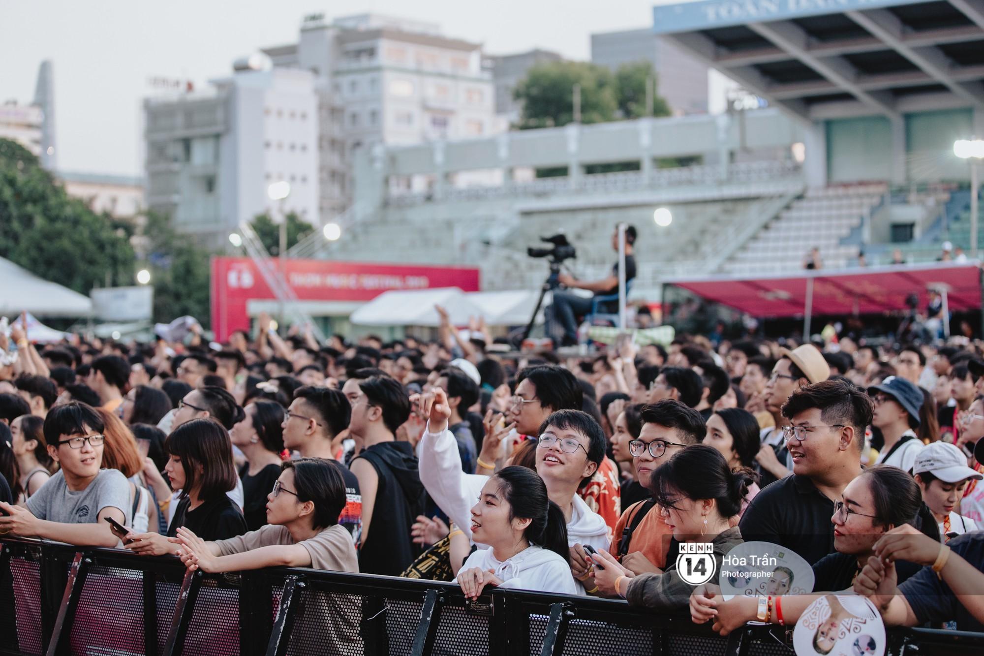 Giới trẻ Sài Gòn cùng loạt nghệ sĩ đình đám như Vũ, Đen Vâu, Suboi hoà mình vào bữa tiệc âm nhạc hoành tráng tại Thơm Music Festival - Ảnh 20.