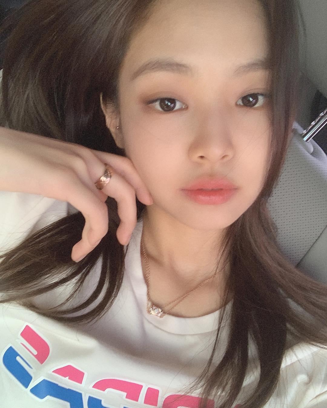 Tự tin khoe clip da không tì vết, Jennie (BLACKPINK) bị đào lại loạt ảnh mặt mộc và khiến netizen bất ngờ - Ảnh 2.
