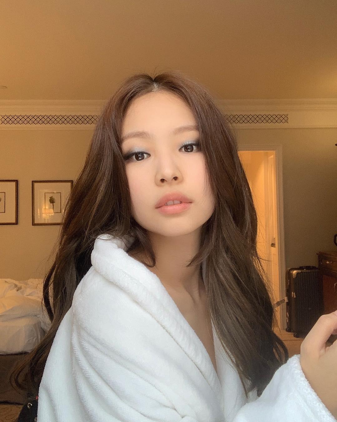 Tự tin khoe clip da không tì vết, Jennie (BLACKPINK) bị đào lại loạt ảnh mặt mộc và khiến netizen bất ngờ - Ảnh 3.