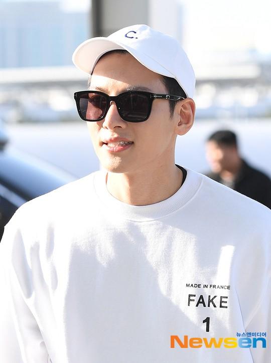 Nhìn Ji Chang Wook tại sân bay thế này, chắc thánh mặt mộc Suzy hay Song Joong Ki cũng phải chào thua mất thôi! - Ảnh 3.