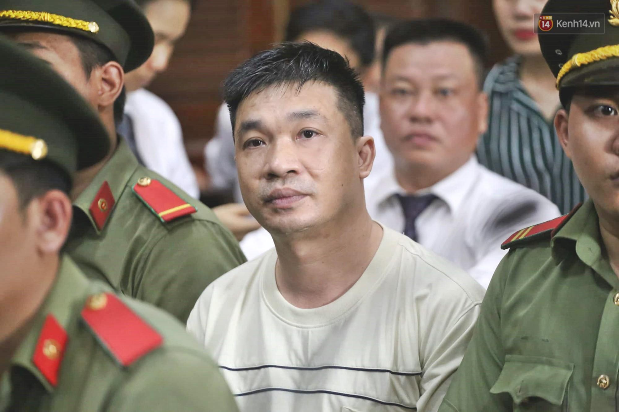 Kết thúc phiên xử đầu tiên: Hot girl Ngọc Miu xúc động vì gặp người thân, Văn Kính Dương vẫn tỏ ra bình thản - Ảnh 5.