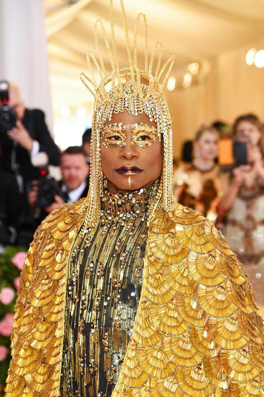 Met Gala 2019: Khó ai hơn được Lady Gaga với bộ váy biến hình 4 lần, nhưng chặt chém không kém là nam nhân dát vàng nằm kiệu - Ảnh 8.