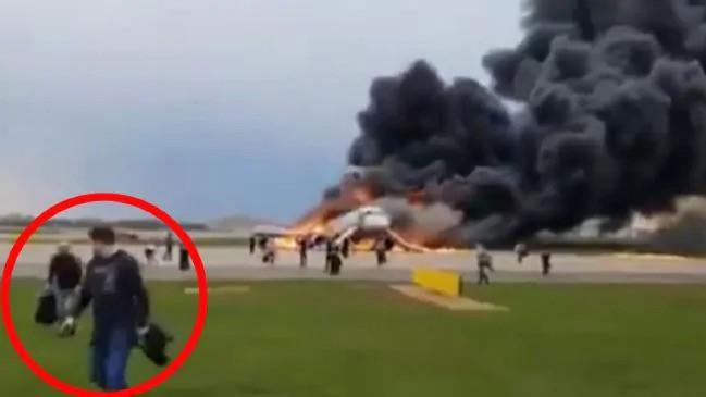 Hành khách bị chỉ trích nặng nề nhất trong thảm họa máy bay Nga vì chặn đường thoát hiểm - Ảnh 4.