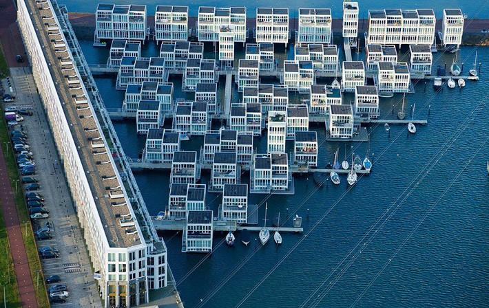 Chiêm ngưỡng cả trăm ngôi nhà được xây nổi trên mặt nước: Một quần thể kiến trúc đáng tự hào của thủ đô Amsterdam - Ảnh 3.