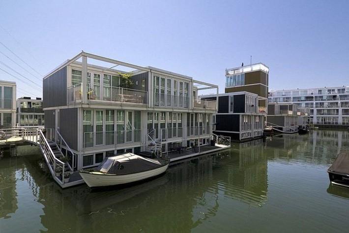 Chiêm ngưỡng cả trăm ngôi nhà được xây nổi trên mặt nước: Một quần thể kiến trúc đáng tự hào của thủ đô Amsterdam - Ảnh 6.