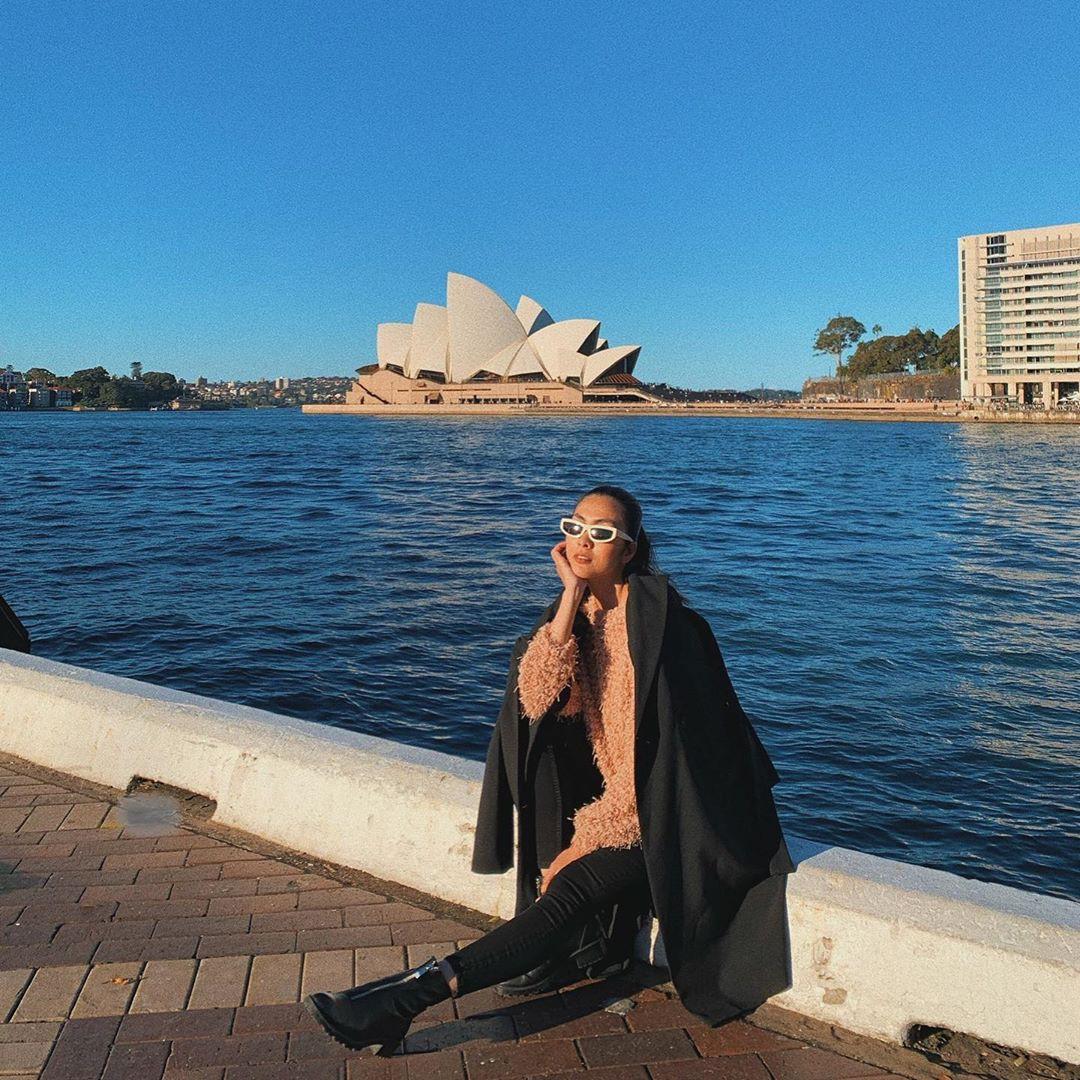 Đi Úc cùng Hà Tăng (P1): Quay story chớp nhoáng, Hà Tăng vô tình giới thiệu cho fan địa điểm nhất định phải ghé này ở Sydney - Ảnh 1.