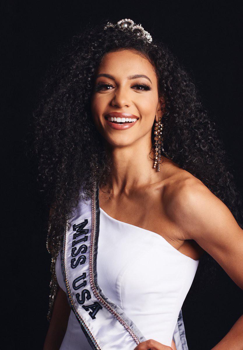 Đối thủ Hoàng Thùy tại Miss Universe 2019: Từ cơ bụng 6 múi đến thành tích cực khủng đủ sức nuốt chửng bất cứ người đẹp nào! - Ảnh 6.