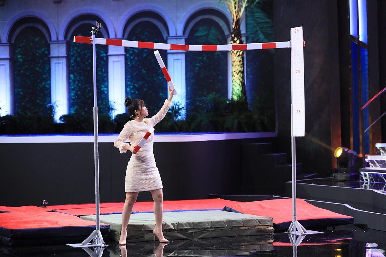 Cười ra nước mắt: Lâm Vỹ Dạ phải tháo tóc giả ra trên sân khấu vì liên tục bị phũ - Ảnh 4.
