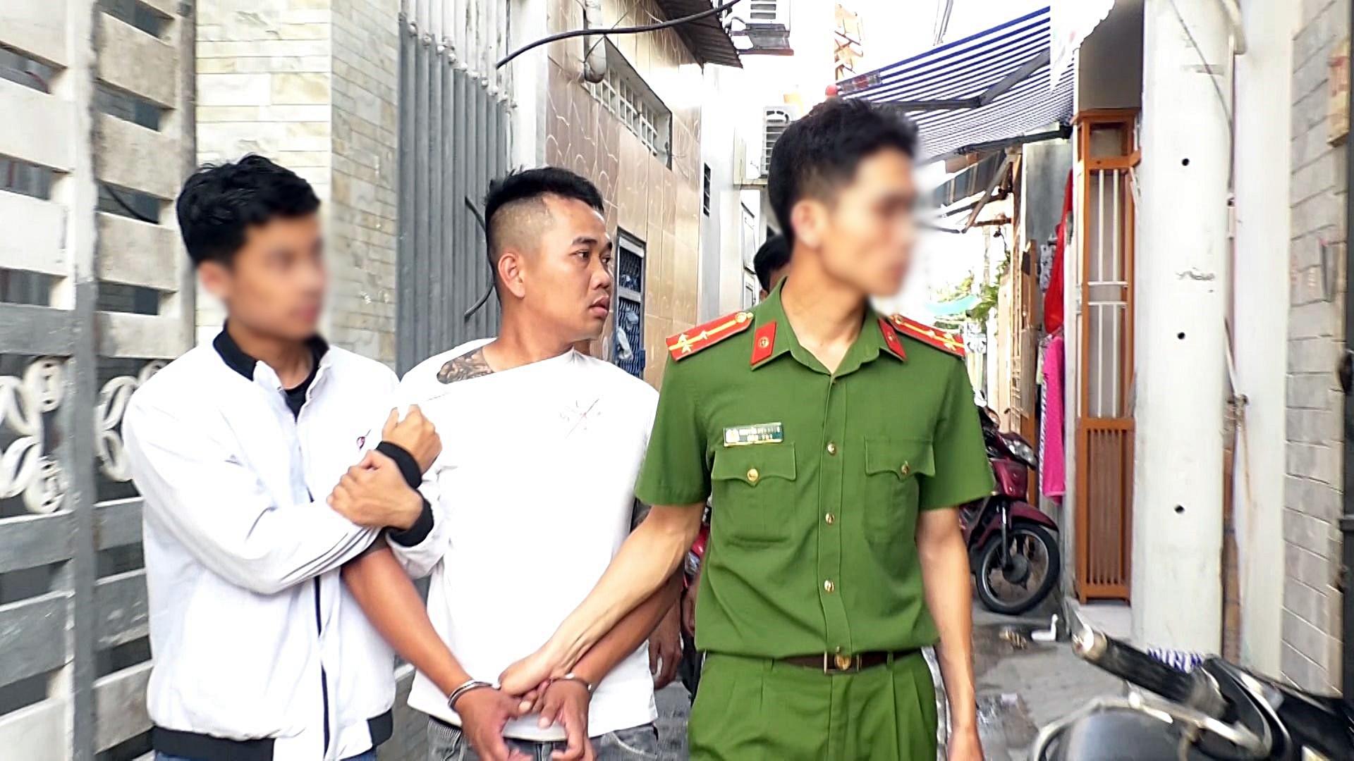 Triệt phá đường dây cá độ triệu đô ở Đà Nẵng, phát hiện súng, lựu đạn - Ảnh 1.