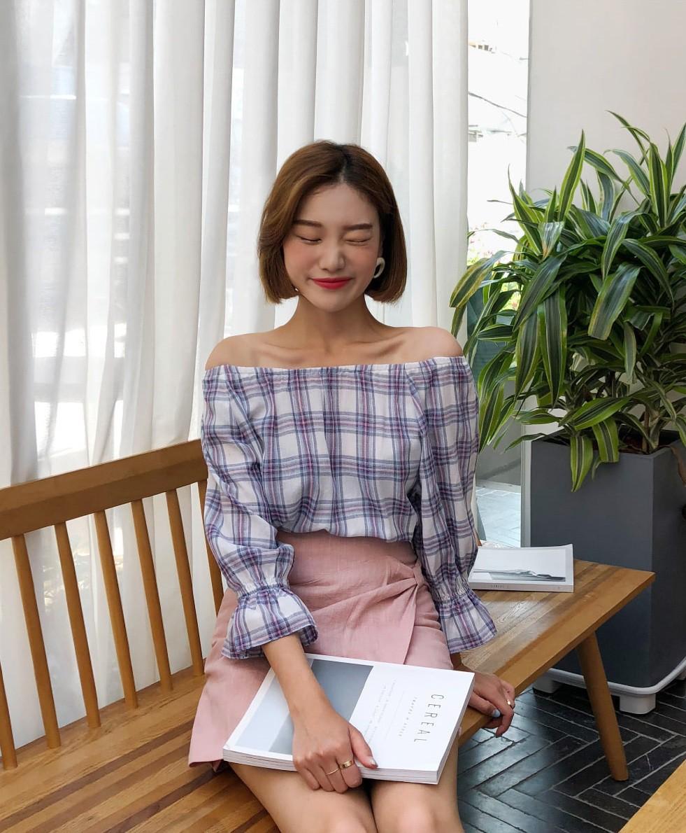 Đếm sơ sơ đã có 6 mẫu áo blouse xinh không để đâu cho hết giúp nàng công sở mặc đẹp suốt hè này - Ảnh 13.