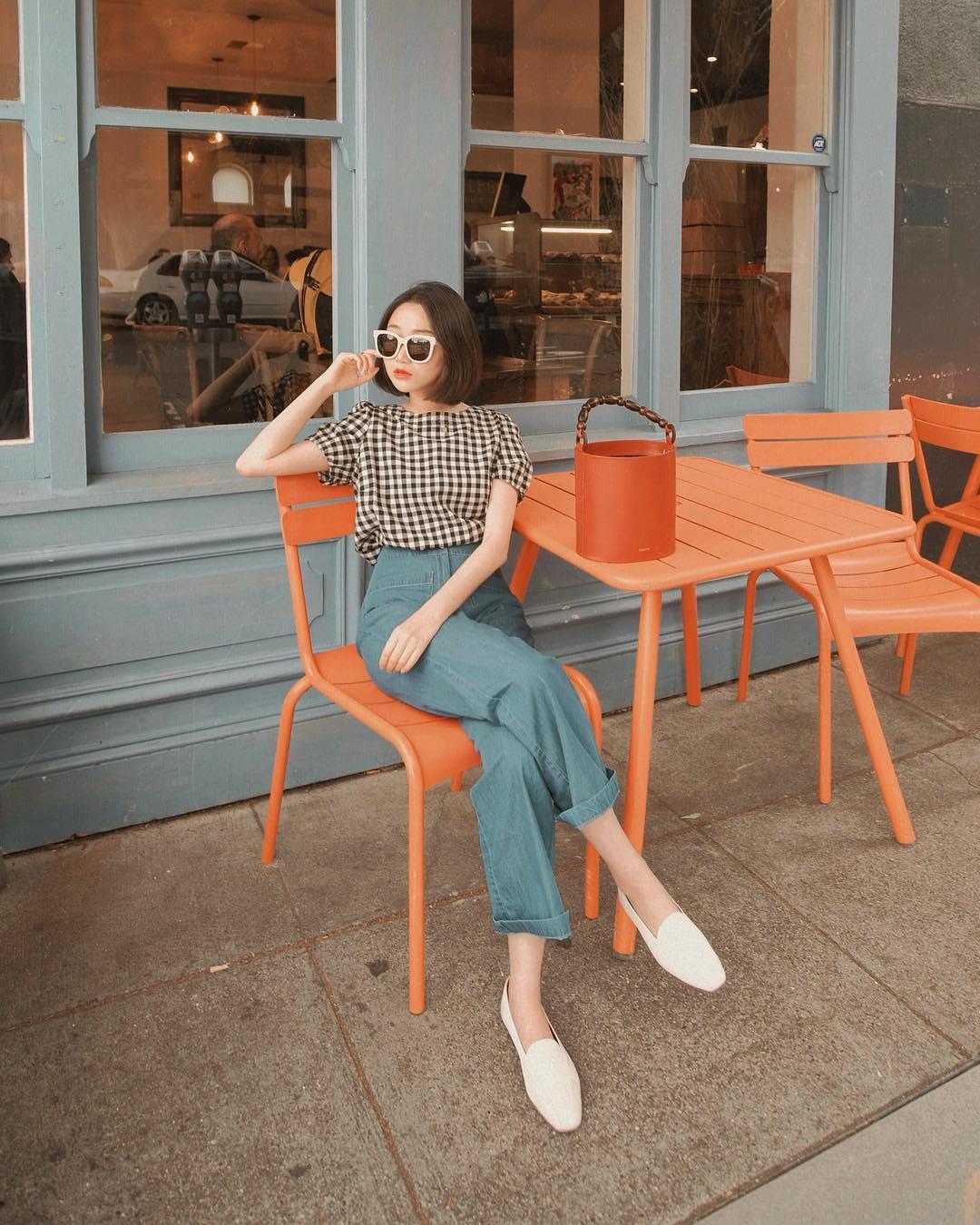 Đếm sơ sơ đã có 6 mẫu áo blouse xinh không để đâu cho hết giúp nàng công sở mặc đẹp suốt hè này - Ảnh 20.