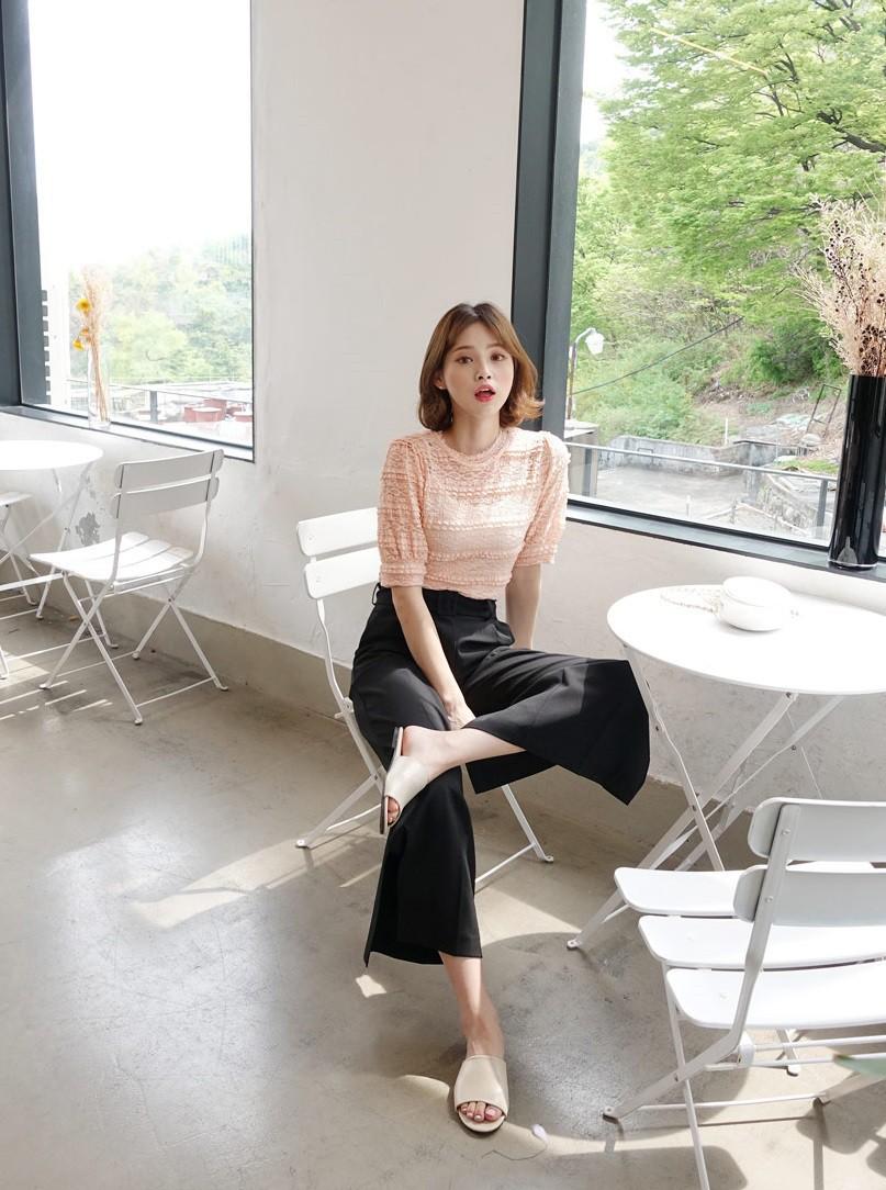 Đếm sơ sơ đã có 6 mẫu áo blouse xinh không để đâu cho hết giúp nàng công sở mặc đẹp suốt hè này - Ảnh 24.