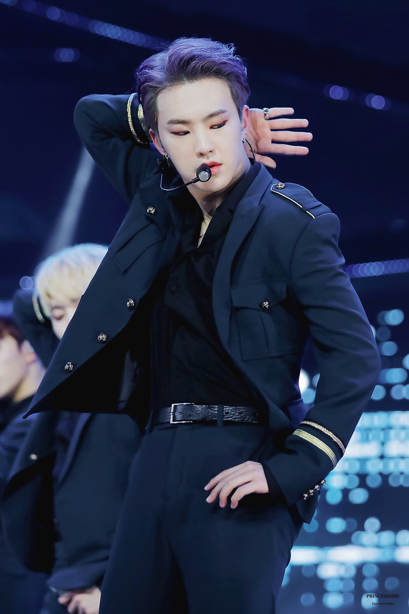 Top 5 idol gen 3 được mệnh danh là ông hoàng sân khấu: BTS có đến 2 đại diện, thành viên này của EXO được gọi hồn - Ảnh 10.