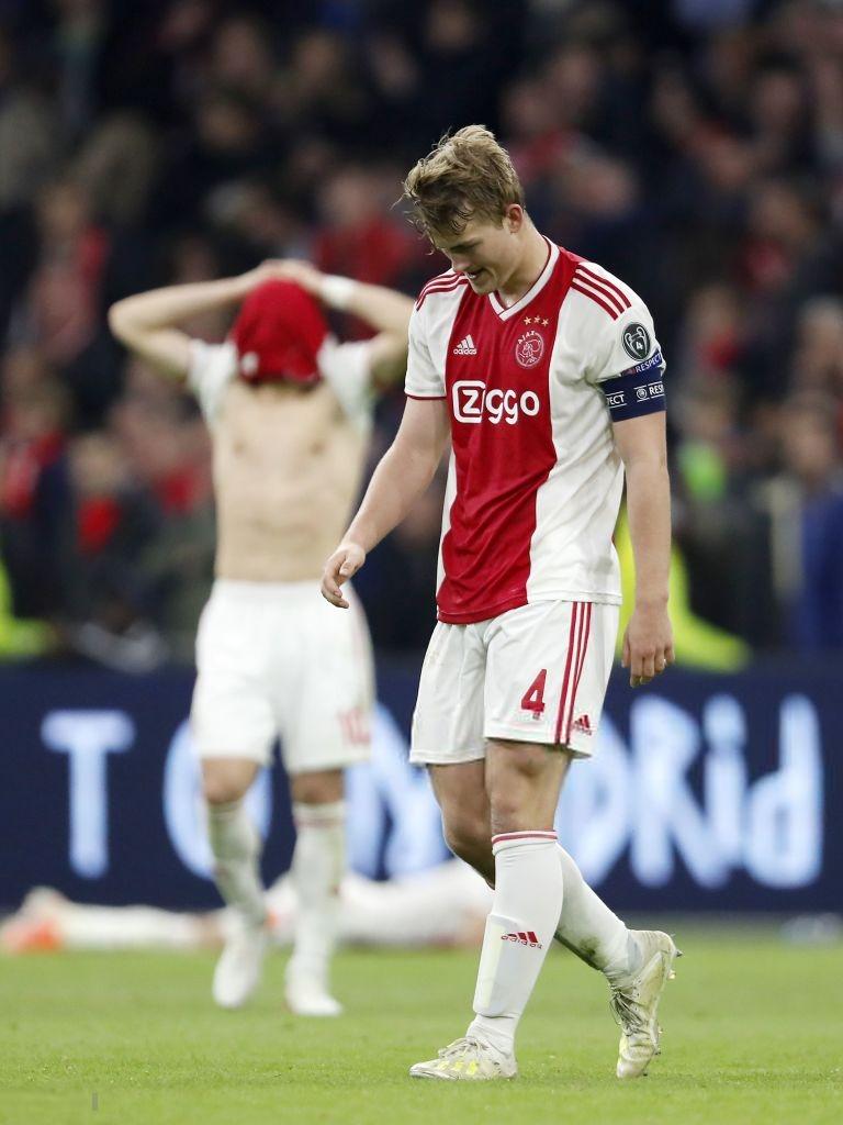 Nhói lòng khoảnh khắc cầu thủ Ajax đồng loạt đổ gục xuống mặt cỏ sau khi bị đội của Son Heung-min kết liễu ở giây bù giờ cuối cùng - Ảnh 6.