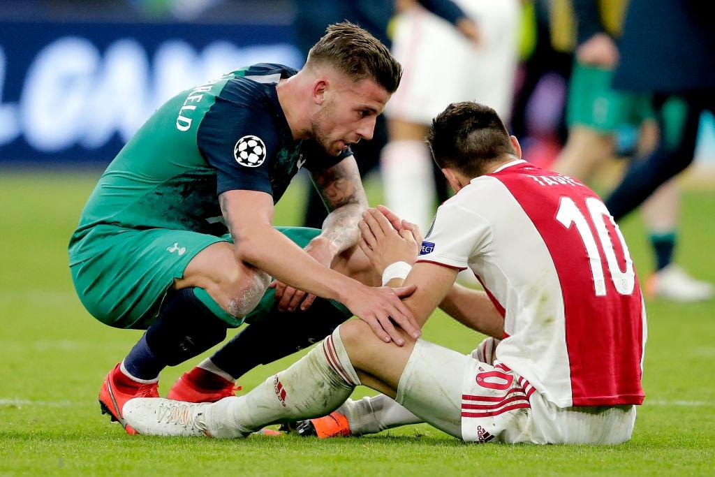Nhói lòng khoảnh khắc cầu thủ Ajax đồng loạt đổ gục xuống mặt cỏ sau khi bị đội của Son Heung-min kết liễu ở giây bù giờ cuối cùng - Ảnh 8.
