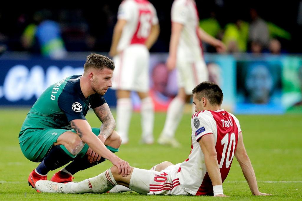 Nhói lòng khoảnh khắc cầu thủ Ajax đồng loạt đổ gục xuống mặt cỏ sau khi bị đội của Son Heung-min kết liễu ở giây bù giờ cuối cùng - Ảnh 9.