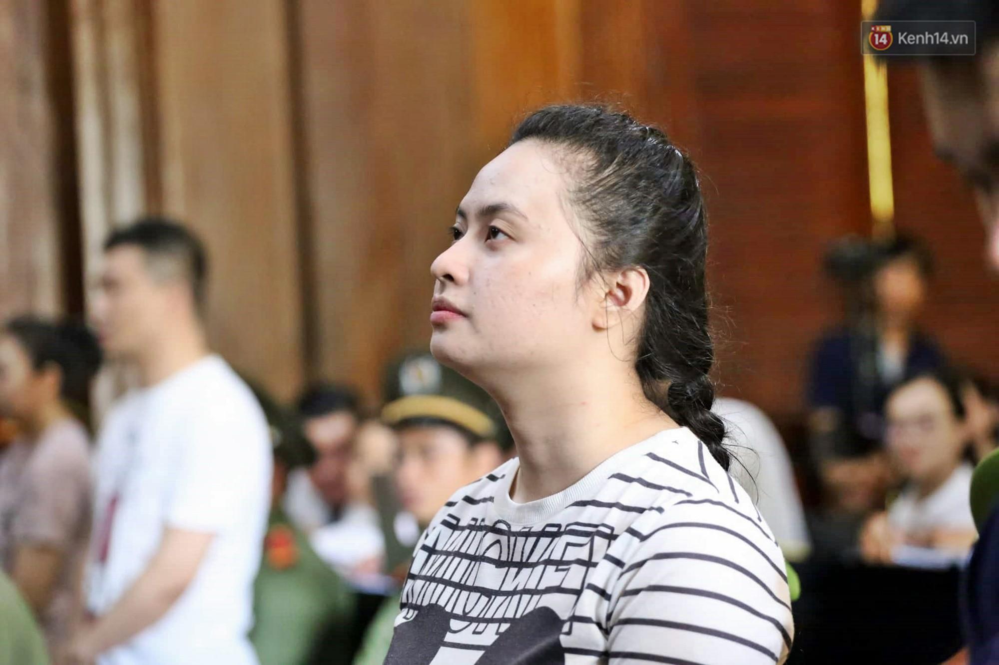 Ông trùm Văn Kính Dương vẫn cười dù bị đề nghị tử hình, hotgirl Ngọc Miu bật khóc khi VKS đưa mức án 20 năm tù - Ảnh 12.