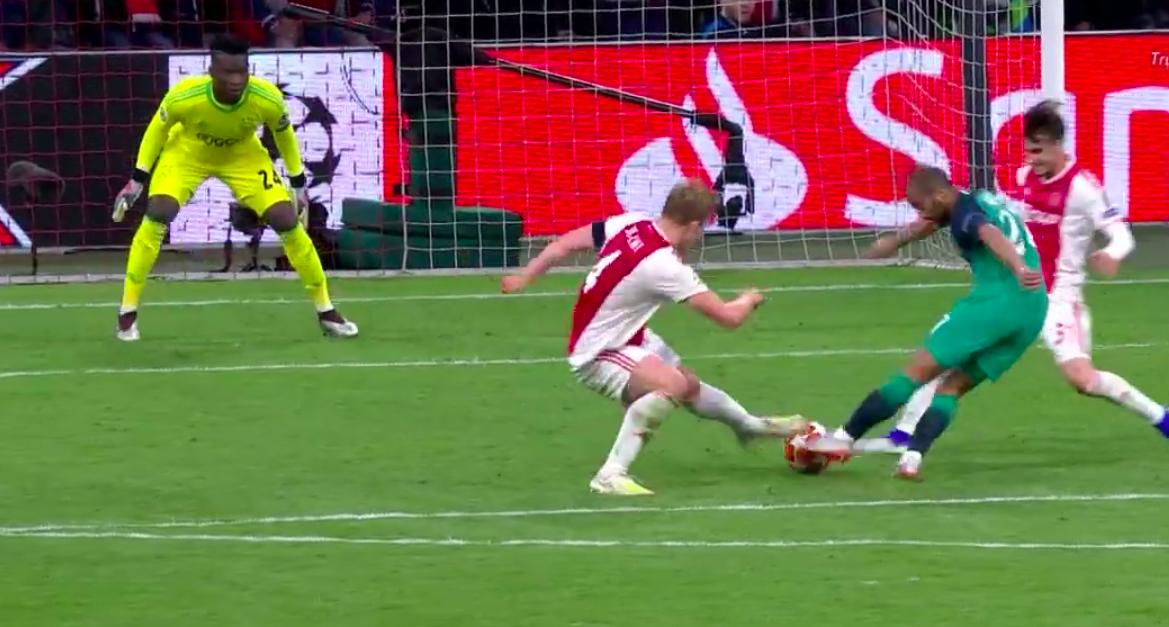 Nhói lòng khoảnh khắc cầu thủ Ajax đồng loạt đổ gục xuống mặt cỏ sau khi bị đội của Son Heung-min kết liễu ở giây bù giờ cuối cùng - Ảnh 7.