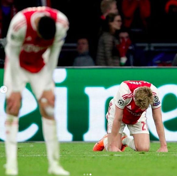 Những hình ảnh tràn ngập đau thương của Ajax Amsterdam sau khi bị đội bóng của Son Heung-min kết liễu ở giây bù giờ cuối cùng - Ảnh 17.