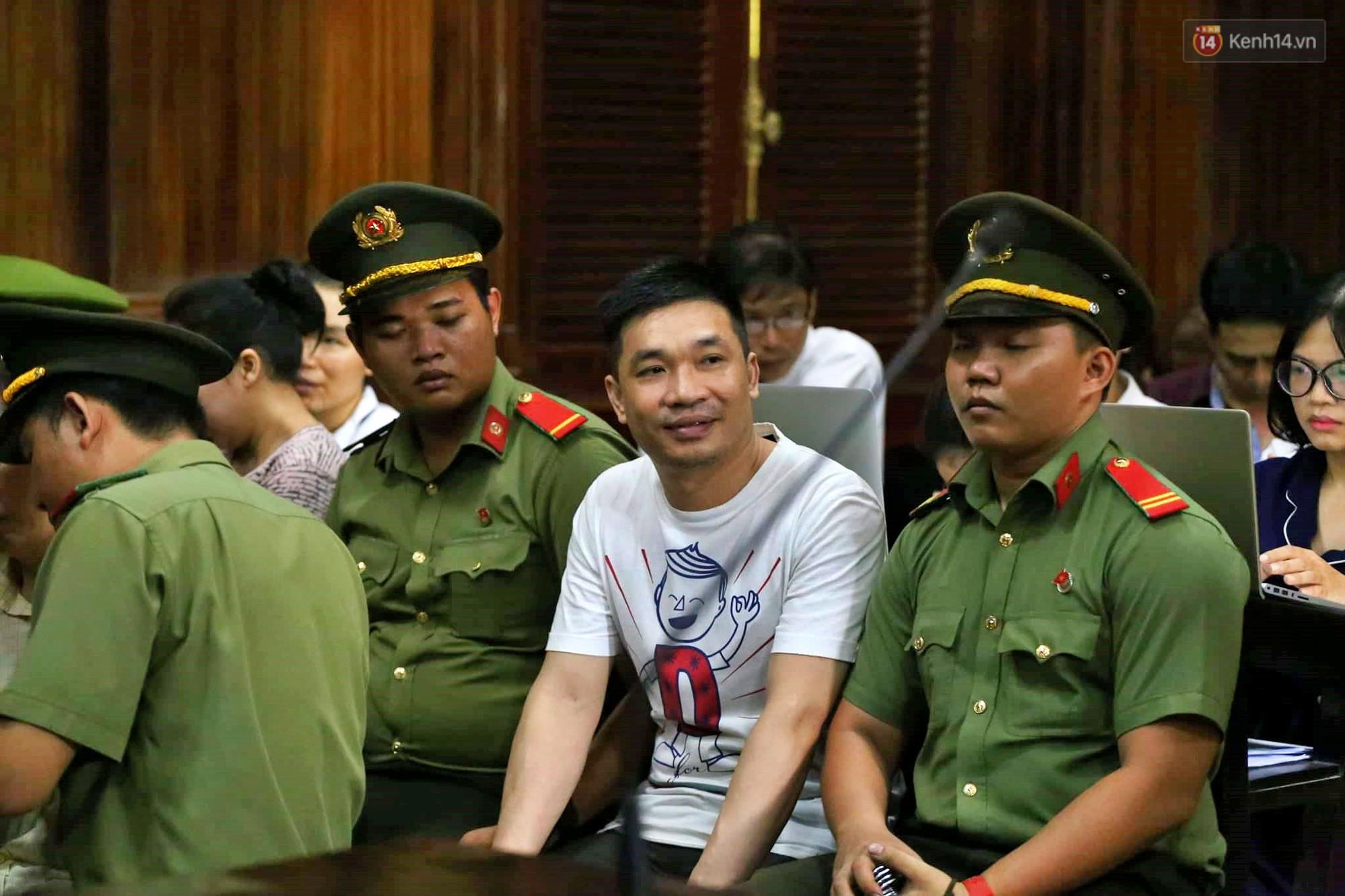 Ông trùm Văn Kính Dương vẫn cười dù bị đề nghị tử hình, hotgirl Ngọc Miu bật khóc khi VKS đưa mức án 20 năm tù - Ảnh 15.