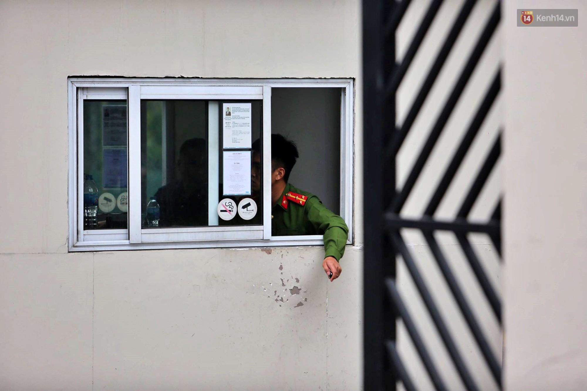 Nóng: Sau khi thu giữ nhiều thùng giấy tại cửa hàng Nhật Cường mobile, Công an phong tỏa chung cư Golden Westlake để tiếp tục khám xét - Ảnh 8.