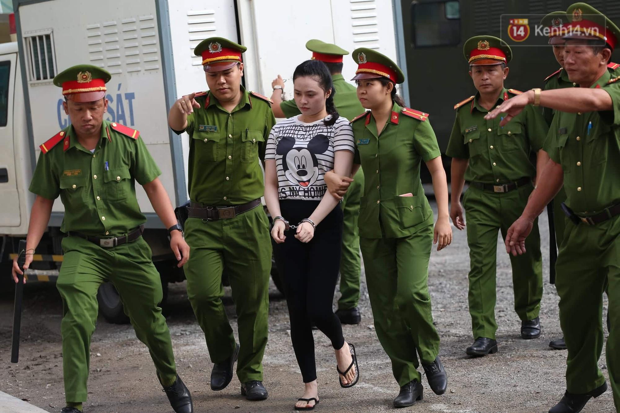 Ông trùm Văn Kính Dương vẫn cười dù bị đề nghị tử hình, hotgirl Ngọc Miu bật khóc khi VKS đưa mức án 20 năm tù - Ảnh 3.