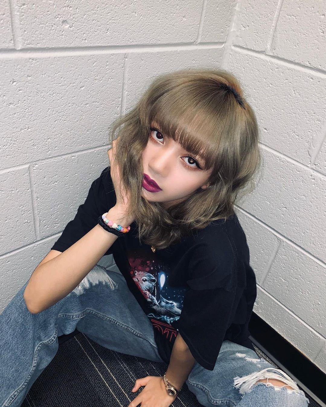 Lisa (BLACKPINK) mặc áo phông thôi mà cũng gây sốt trên MXH, hóa ra là nhờ bộ phận cơ thể siêu hot này - Ảnh 1.