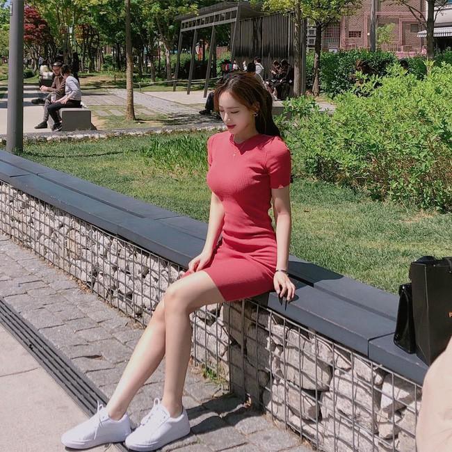 Cá là bạn không chỉ học được cách mix đồ mà còn tiện học được cả cách pose dáng ảo diệu từ street style Châu Á - Ảnh 3.