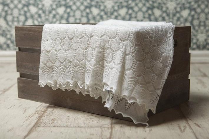 Bí ẩn phía sau mẫu khăn choàng đặc biệt mà công nương Meghan Markle dùng để quấn em bé trong lần đầu xuất hiện - Ảnh 5.