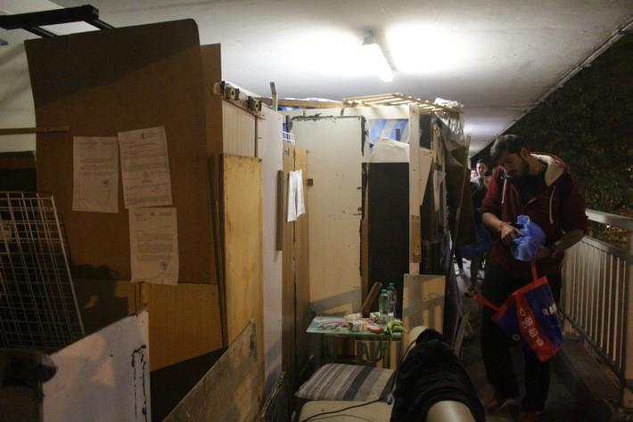 Cuộc sống của người đàn ông vô gia cư gốc Việt ở nơi nghèo nhất Hong Kong và sự tương phản nghiệt ngã của thành phố hoa lệ bậc nhất hành tinh - Ảnh 9.