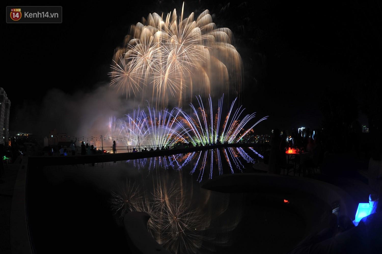 Ngắm màn tranh tài giữa Việt Nam và Nga mở màn Lễ hội pháo hoa quốc tế 2019 tại hồ bơi sang chảnh của khách sạn cao nhất Đà Nẵng - Ảnh 5.