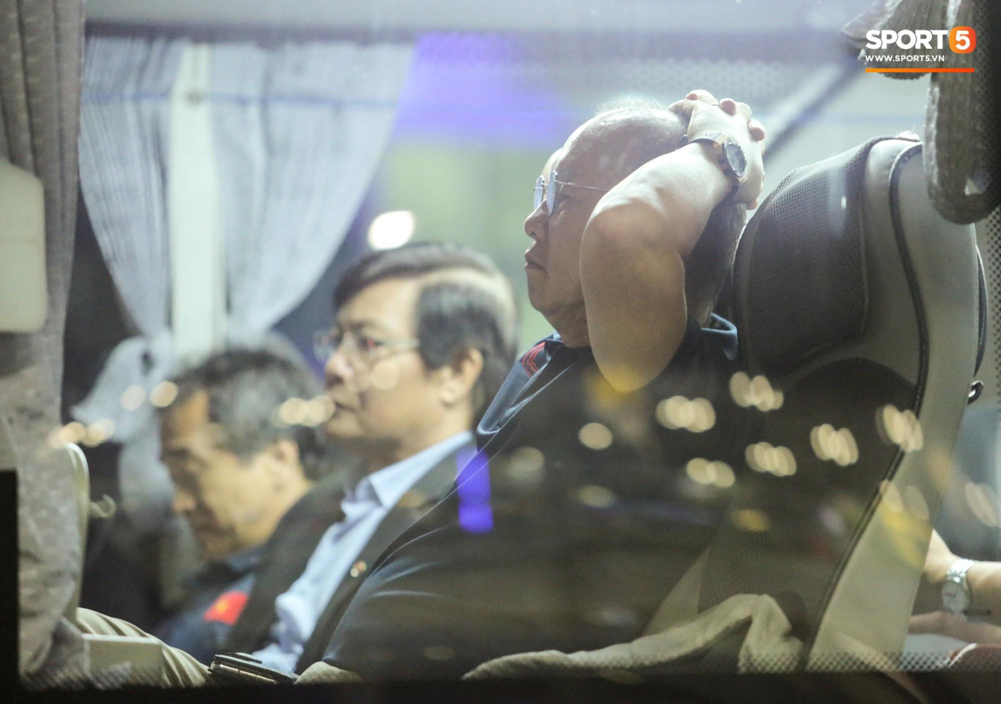 HLV Park Hang-seo huỷ họp báo sau trận chung kết King's Cup vì vội về Việt Nam - Ảnh 1.
