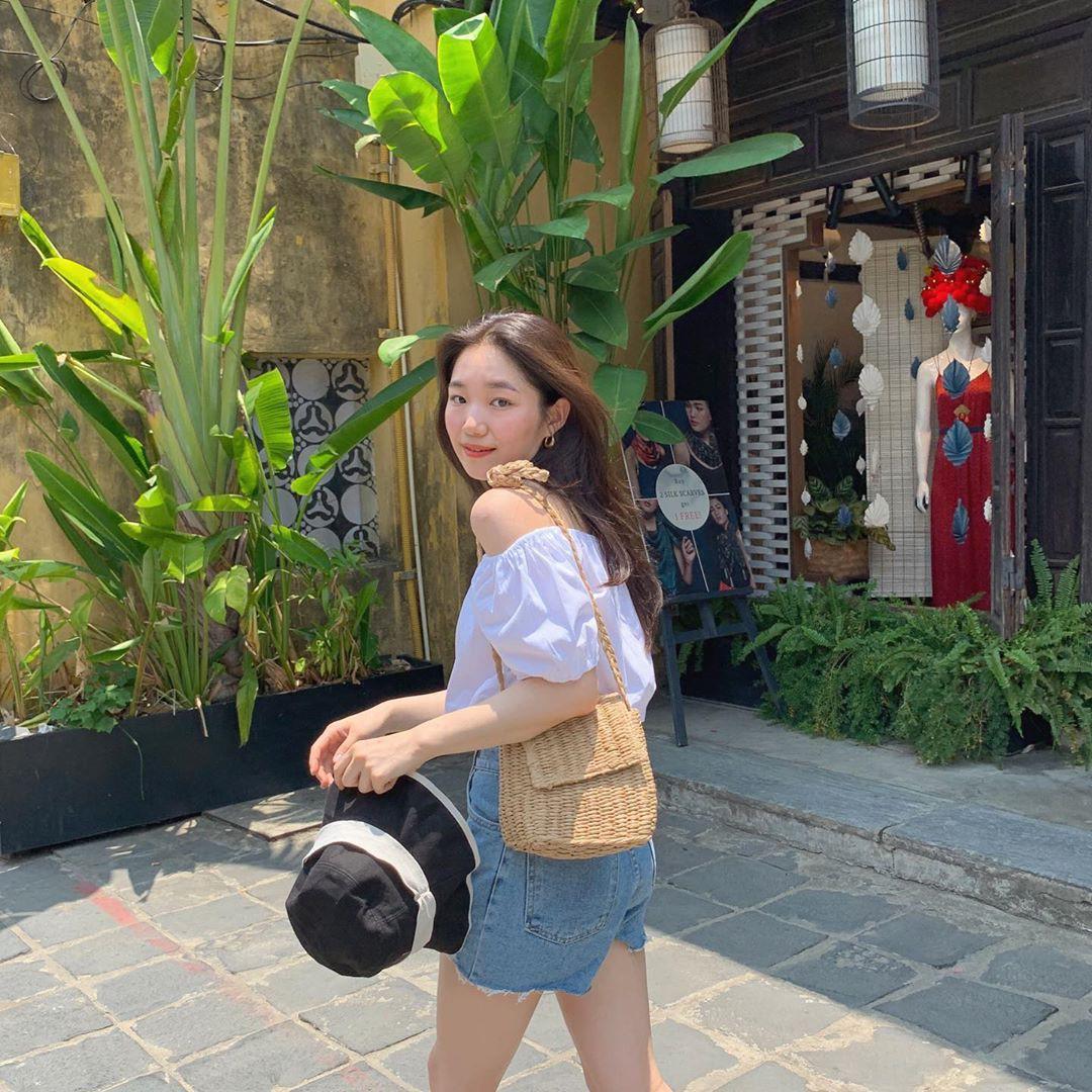 Street style các hot girl bán hàng Hàn Quốc tuần qua: 10 cách lên đồ không chụp OOTD hơi phí cho cuối tuần lẫn du lịch nghỉ dưỡng - Ảnh 9.