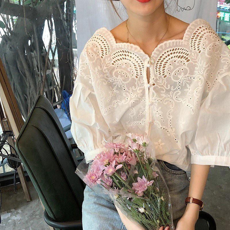 10 set đồ với áo blouse trắng dưới đây sẽ là cẩm nang mặc đẹp cho các chị em công sở suốt hè này - Ảnh 2.