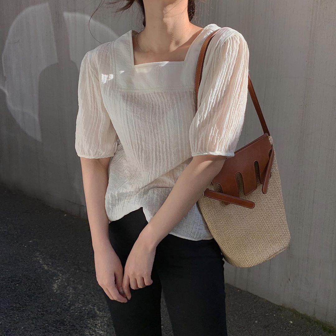 10 set đồ với áo blouse trắng dưới đây sẽ là cẩm nang mặc đẹp cho các chị em công sở suốt hè này - Ảnh 9.