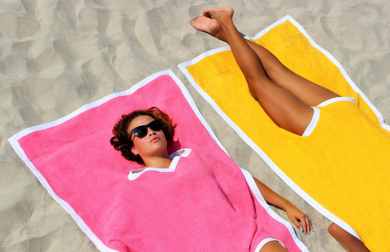 Siêu phẩm khăn tắm kiêm outfit dành riêng cho hội mê phơi nắng, lười gấp khăn và không ngại nổi bật - Ảnh 1.