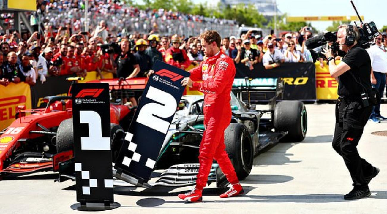 Drama cực mạnh trên đường đua F1: Cựu vô địch thế giới tự ý thay đổi vị trí xe về đích, đứng luôn lên bục podium cùng tay đua thắng cuộc - Ảnh 4.