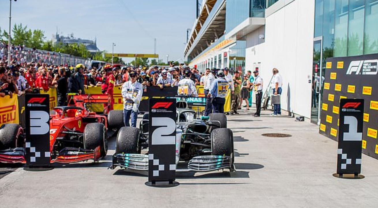 Drama cực mạnh trên đường đua F1: Cựu vô địch thế giới tự ý thay đổi vị trí xe về đích, đứng luôn lên bục podium cùng tay đua thắng cuộc - Ảnh 5.