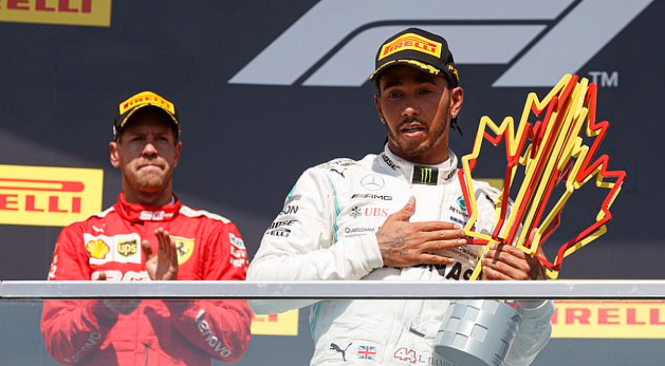 Drama cực mạnh trên đường đua F1: Cựu vô địch thế giới tự ý thay đổi vị trí xe về đích, đứng luôn lên bục podium cùng tay đua thắng cuộc - Ảnh 8.