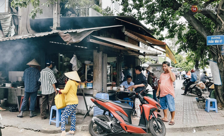 Nhân chứng vụ diễn viên Bảo Lâm bị đánh khi phát cơm từ thiện: Tôi chạy tới can thì bọn họ bảo đang diễn để quay phim chú ơi - Ảnh 6.
